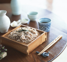 Cold soba noodles topped with thin slices of nori (dried, pressed seaweed) and dipping sauce is a Japanese culinary classic.